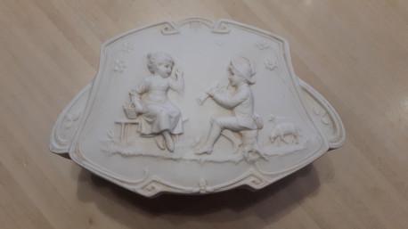 Boite en porcelaine biscuit Art Nouveau