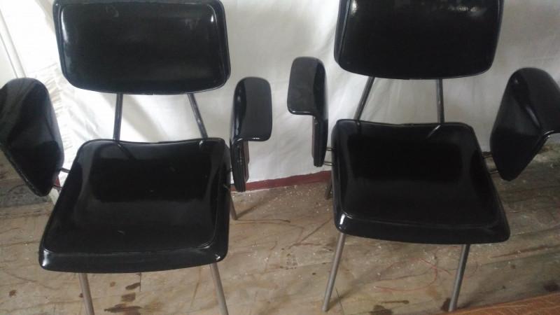 fauteuil en skai noir vintage les vieilles choses. Black Bedroom Furniture Sets. Home Design Ideas