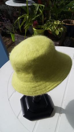 Chapeau cloche en laine et angora