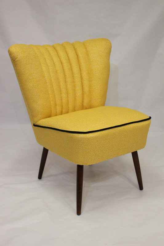 fauteuil cocktail vintage des ann es 50 tissu lelievre jaune les vieilles choses. Black Bedroom Furniture Sets. Home Design Ideas