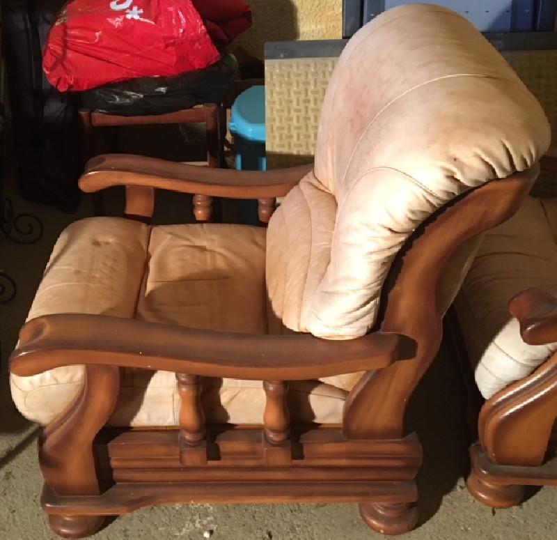 canape cuir beige ancien les vieilles choses. Black Bedroom Furniture Sets. Home Design Ideas