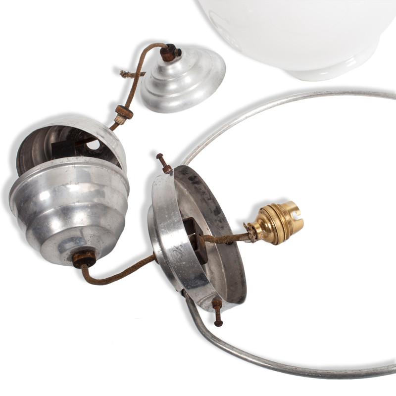 suspension monte et baisse vintage opaline blanche les vieilles choses. Black Bedroom Furniture Sets. Home Design Ideas