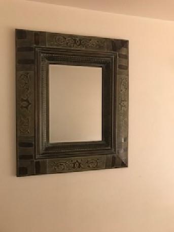 Grand miroir avec encadrement stylisé (tableau classique)