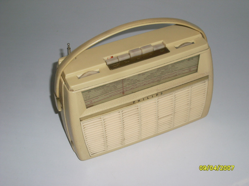 poste radio portable transistor vintage 60s philips l3w12t les vieilles choses. Black Bedroom Furniture Sets. Home Design Ideas