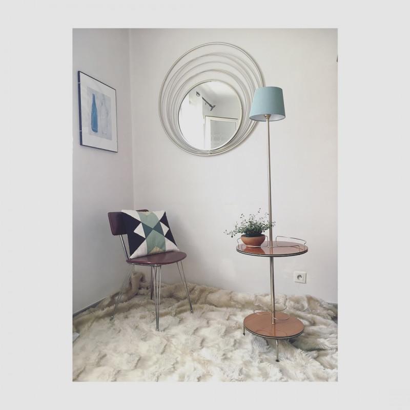 lampadaire tripode avec tablettes circulaires vintage les vieilles choses. Black Bedroom Furniture Sets. Home Design Ideas