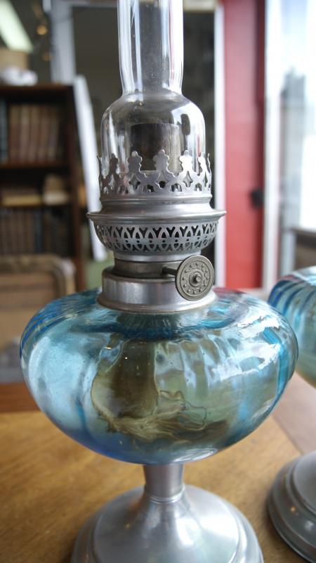 paire de lampe a p trole ancienne les vieilles choses. Black Bedroom Furniture Sets. Home Design Ideas