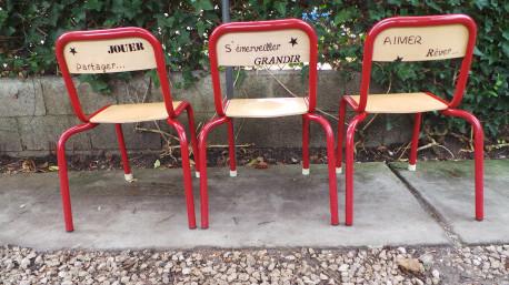 Trio de chaises d 39 cole revisit les vieilles choses for Cannage de chaise technique