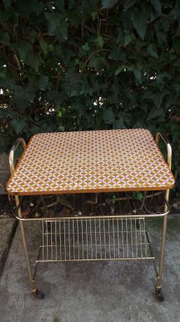 Table porte vinyles ou revues à roulettes 60s