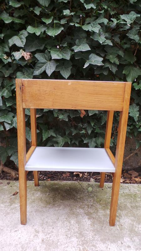 table de chevet bout de canap 50 les vieilles choses. Black Bedroom Furniture Sets. Home Design Ideas