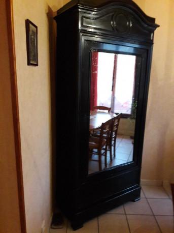 armoire noire ancienne les vieilles choses. Black Bedroom Furniture Sets. Home Design Ideas