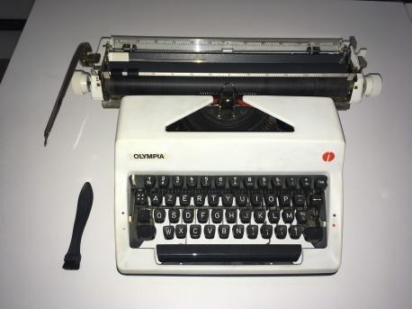 Machine à écrire Olympia International
