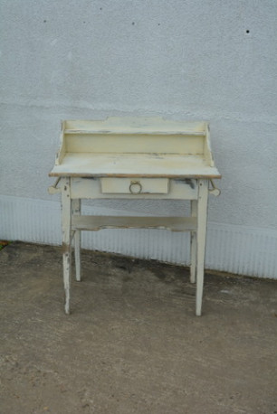 Ancienne table de toilette