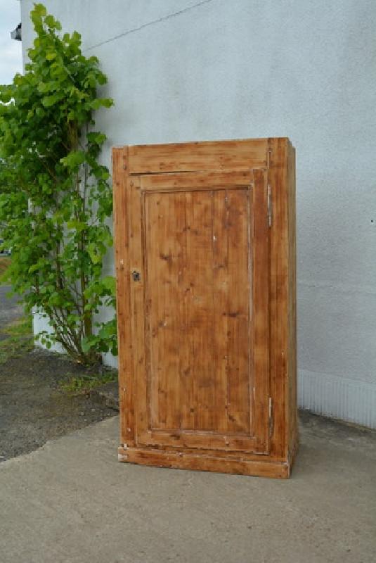 bonneti re armoire une porte ancienne les vieilles choses. Black Bedroom Furniture Sets. Home Design Ideas