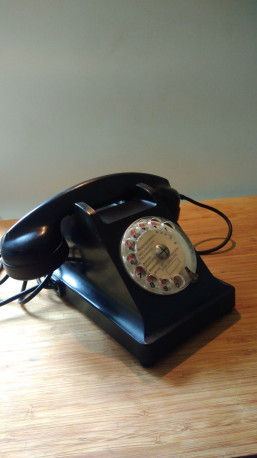 Téléphone noir bakélite Ericsson des années 60