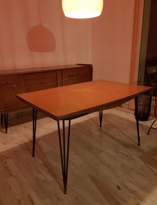 table en formica pieds style eiffel vintage les vieilles choses. Black Bedroom Furniture Sets. Home Design Ideas