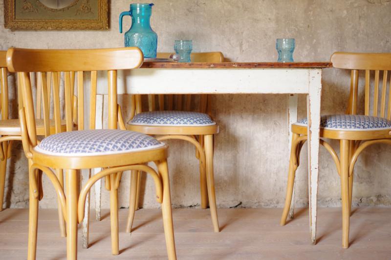 chaises de cuisine ou de salle manger anciennes vintage bistrot s rie lot de 4 les vieilles. Black Bedroom Furniture Sets. Home Design Ideas