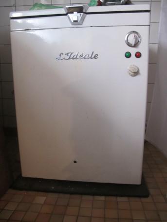 """Machine à laver """"L'Idéale"""". Ancien."""