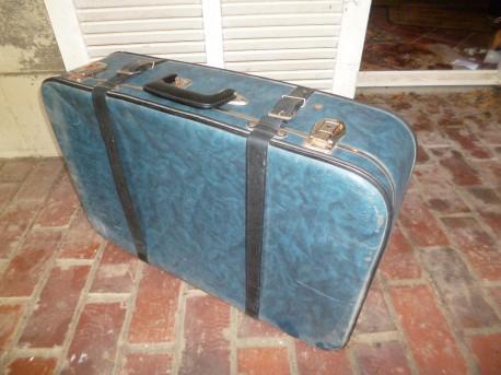 Valise bleue ancienne