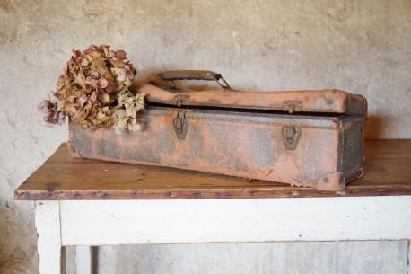 Mallae valise ancienne rose métal carton vintage années 50 bohème jouets