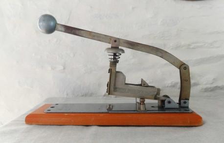 Ancienne agrafeuse de bureau grande capacité SKREBBA Skre-117 vintage