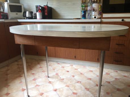 Table de cuisine ovale vintage les vieilles choses - Petite table ovale de cuisine ...