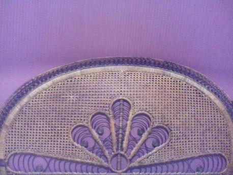 tête de lit en rotin vintage, motif paon.