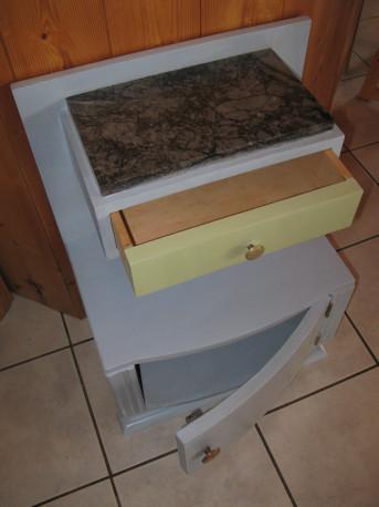 Petit meuble style art-déco bleu