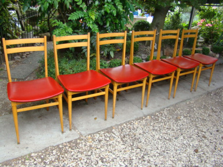 Lot de six chaises skai rouge vintage 60