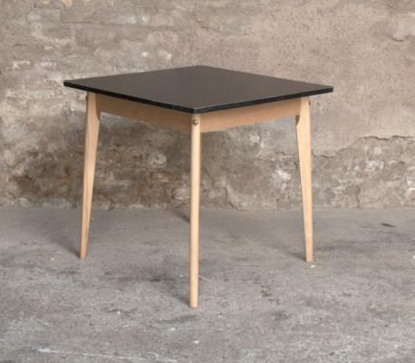 TABLE VINTAGE CARRE / RELOOKÉE STRATIFIE NOIR PIEDS HÊTRE