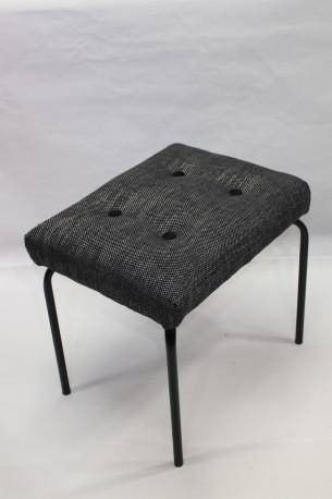 Tabouret années 60 restauré tissu gris chiné