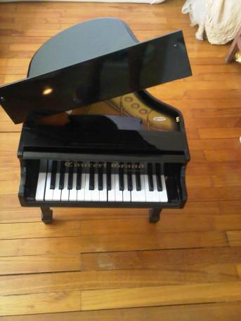 piano jouet en bois style vintage les vieilles choses. Black Bedroom Furniture Sets. Home Design Ideas
