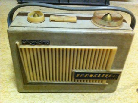 Radio PIZON bakelite vintage