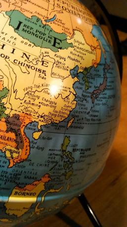 Globe terrestre vintage / Mappemonde éditions Taride