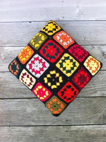 Coussin au crochet vintage