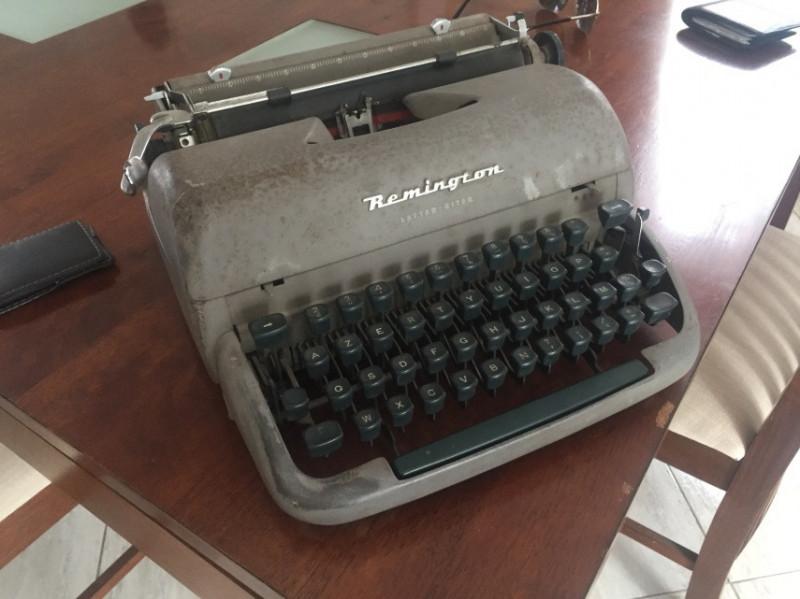 machine a ecrire remington vintage les vieilles choses. Black Bedroom Furniture Sets. Home Design Ideas