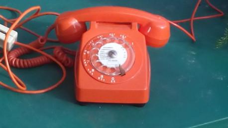 Téléphone vintage orange