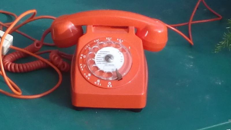 Téléphone Vintage Orange Les Vieilles Choses