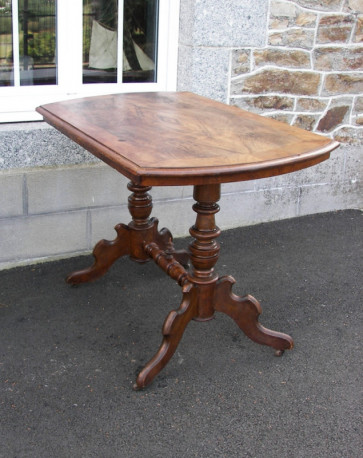 Table de style baroque vintage