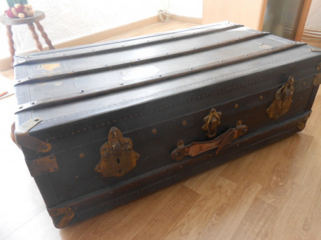 Malle authentique en bois vintage
