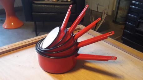 Casseroles Emaillées Rouges vintage