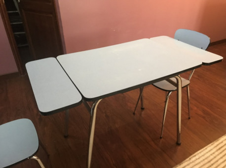 TABLE ET CHAISES EN FORMICA VINTAGE