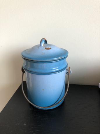 Pot à lait en émail vintage