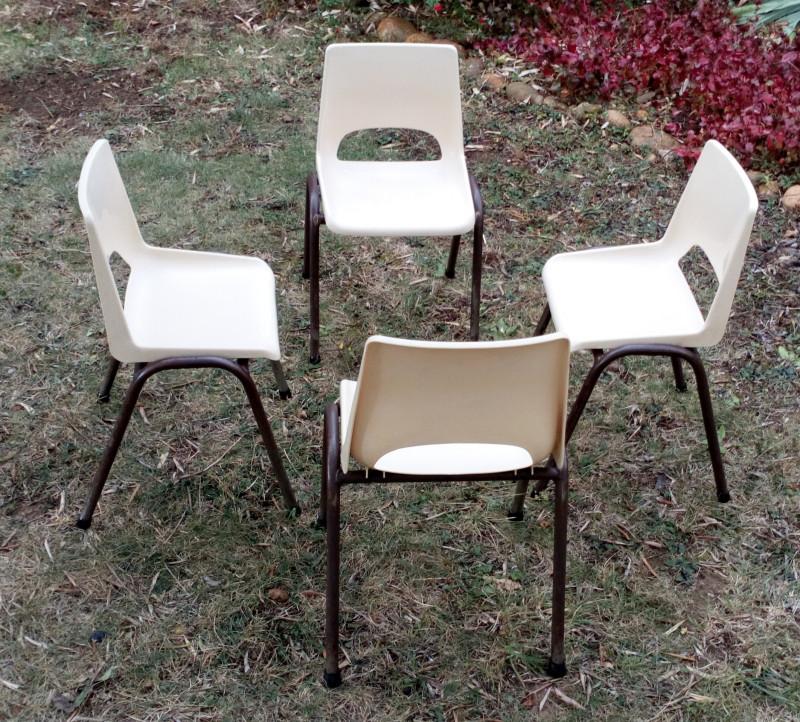chaise d 39 cole maternelle ann es 70 vintage les vieilles choses. Black Bedroom Furniture Sets. Home Design Ideas