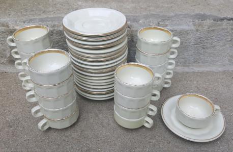 Tasses et soucoupes vintage, années 50 Pillivuyt