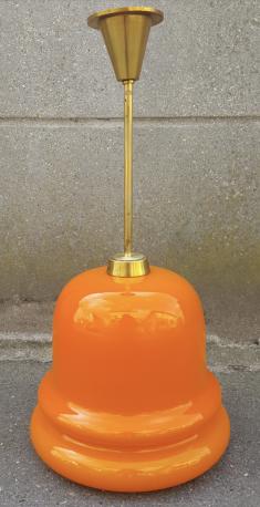 Grande suspension en opaline orange des années 70.