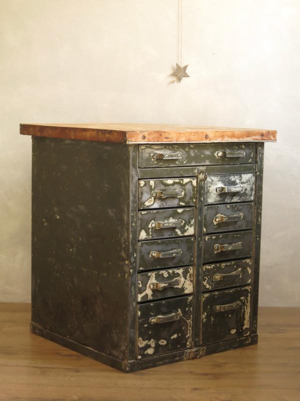 meuble industriel metal et bois vintage les vieilles choses. Black Bedroom Furniture Sets. Home Design Ideas